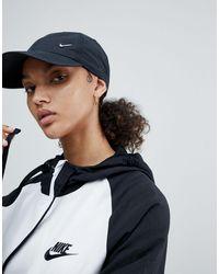 Nike Heritage - Pet Met Swoosh - Zwart