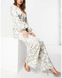 Never Fully Dressed Pantalon large d'ensemble en satin avec imprimé léopard neutre - Multicolore