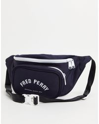 Fred Perry Heuptasje Met Contrasterend Logo - Blauw