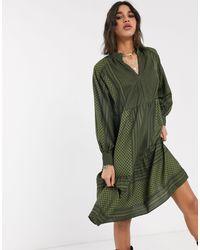 ONLY – Hängerkleid mit abstraktem Print - Grün