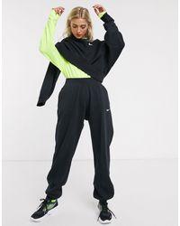 Nike – e Oversize-Jogginghose mit kleinem Swoosh - Schwarz