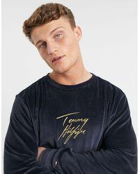 Tommy Hilfiger Sweat-shirt confort en velours avec logo doré manuscrit - Bleu marine