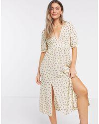 Monki Reese - Robe mi-longue en polyester recyclé à imprimé floral - Jaune