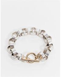 ASOS Bracelet en chaîne jaseron argentée avec barre en T dorée - Métallisé