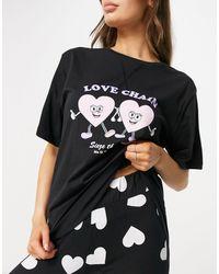 ASOS – Pyjama-Set mit Oversize-T-Shirt und Leggings und Love-Chain-Aufdruck - Schwarz