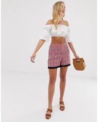 Vila - Pantalones cortos con estampado floral y detalles en contraste - Lyst