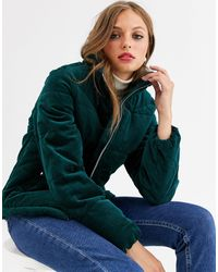 Vero Moda – Wattierte Jacke aus Samtcord - Grün