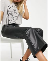 Monki Wendy - Pantalon évasé en imitation cuir - Noir