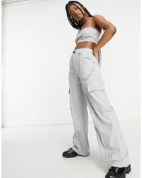 Bershka wide-legged 90s Dad Cargo Trousers Co-ord With Pockets And Chain - Grey