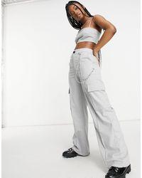 Bershka – Hose mit weitem Bein, Taschen und Kettendetail - Grau