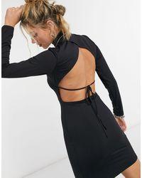Bershka Robe à encolure montante en jersey avec dos ouvert - Noir