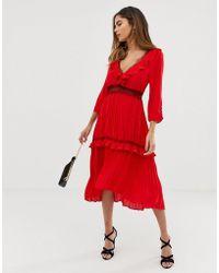 Liquorish - Geplooide Midi-jurk Met Contrasterende Stukken Met Kant En Ruches - Lyst
