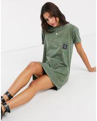 Bershka Robe t-shirt avec slogan délavé à l'acide - Kaki - Vert