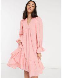 Y.A.S - Розовое Платье Мини Из Фактурной Ткани С V-образным Вырезом И Заниженным Присборенным Подолом -розовый Цвет - Lyst
