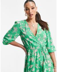 New Look Vestito midi avvolgente verde a fiori
