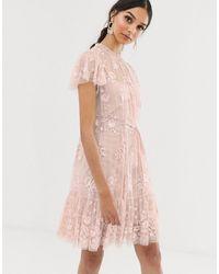 Needle & Thread Vestido midi en rosa té con estampado floral