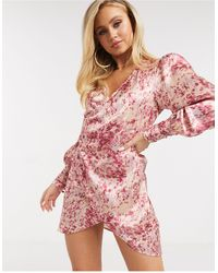 The Girlcode Robe courte en satin coupe cache-cœur - Rose fleuri