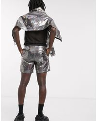 ASOS Pantalones cortos transparentes con estampado cósmico - Metálico