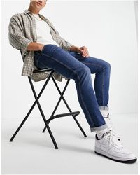 Wrangler – Larston – Enge, schmal zulaufende Jeans - Blau