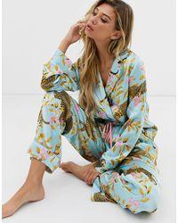 ASOS – Traditioneller Schlafanzug mit Leoparden- und Botanikmuster - Blau
