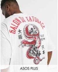 ASOS Plus – Langes Oversize-T-Shirt mit Rundhalsausschnitt und großem Totenkopfprint am Rücken - Weiß