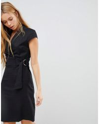 Liquorish - Cap Sleeve Textured Dress With D-ring And Attached Belt - Lyst