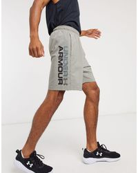 Under Armour Short en tissu avec logo en toutes lettres - Gris