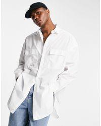 ASOS – Longline-Hemd mit zwei Taschen und abgerundetem Saum - Weiß