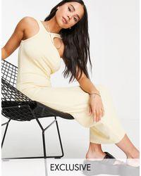 Weekday - Кремовое Платье Миди Из Органического Хлопка В Рубчик С Открытыми Плечами Vic Exclusive-светло-бежевый Цвет - Lyst