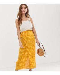 ASOS - Maxi-Wickelkleid mit Schnürung vorne und gelben Punkten - Lyst