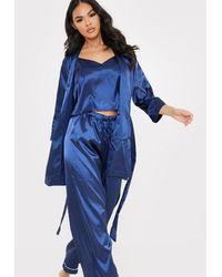 In The Style Bata azul marino con cinturón y ribete en contraste
