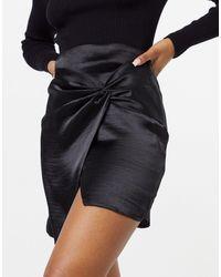 ASOS Mini-jupe en satin ultra brillant avec détail torsadé - Noir