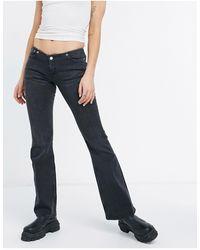 Weekday – Apollo – e Jeans aus Bio-Baumwolle mit tiefem Bund und gerafftem Saum - Schwarz