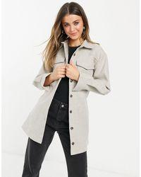 In The Style X Naomi Genes - Vestito camicia oversize grigio con tasche e cintura