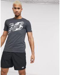 New Balance T-shirt da corsa nera con logo grafico - Nero