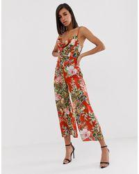 ASOS – Satin-Jumpsuit mit Wasserfallausschnitt und floralem Print - Rot