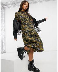 New Look Robe babydoll mi-longue avec col montant et manches bouffantes - Imprimé floral - Noir