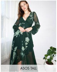 ASOS ASOS DESIGN Tall - Robe longue portefeuille à appliqués floraux en satin - Vert forêt