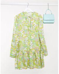 Glamorous Vestito grembiule corto con fondo a peplo a fiori vintage - Verde