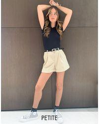 Miss Selfridge - Pantaloncini sartoriali grigio pietra - Lyst