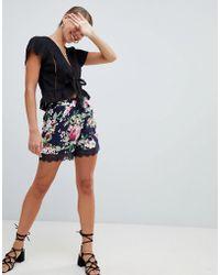 ONLY - Lisa Lace Hem Floral Print Shorts - Lyst