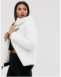 Nike – Wattierte Jacke - Weiß