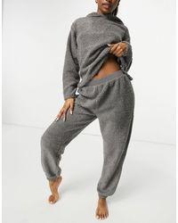 ASOS Ensemble hoodie et jogger imitation peau - Gris