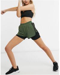 South Beach - Pantaloncini da fitness a doppio strato con pannelli laterali a stampa tigrata kaki - Lyst