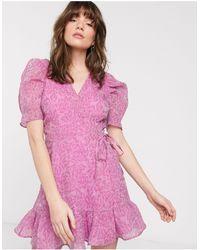 & Other Stories Robe courte portefeuille à épaulettes - Rose