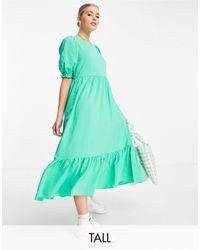 New Look Vestido midi verde claro escalonado con acabado texturizado