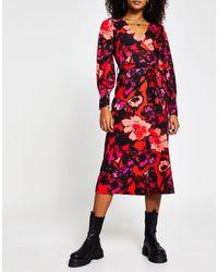 River Island Vestido midi rojo con diseño cruzado y estampado floral