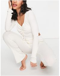 TOPSHOP Set pigiama a maniche lunghe a coste allacciato sul davanti, color écru - Bianco