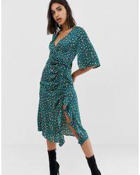 PrettyLittleThing - Side Split Ruched Satin Midi Dress In Teal Leopard - Lyst