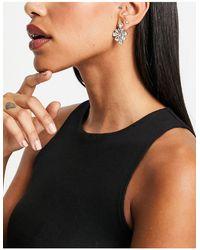 True Decadence Flower Stud Earrings - Metallic